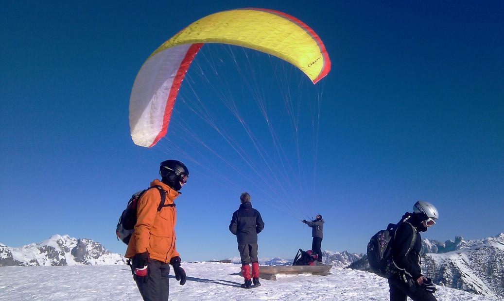 AlpinePearls_Werfenweng_TravelCharme_Bergresort_03s_Bischling_Paragleiter