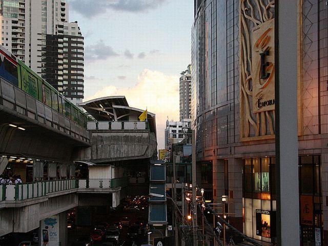 Bangkok: 'Immer unterwegs mit hungrigem Herzen'. So hieß die Eröffnungsausstellung des neuen Kunst- und Kulturzentrum Bangkok. Ursprünglich sollte die Einrichtung Bangkok Metropolitan Museum of Contemporary Art heißen. Foto Andreas Burkert