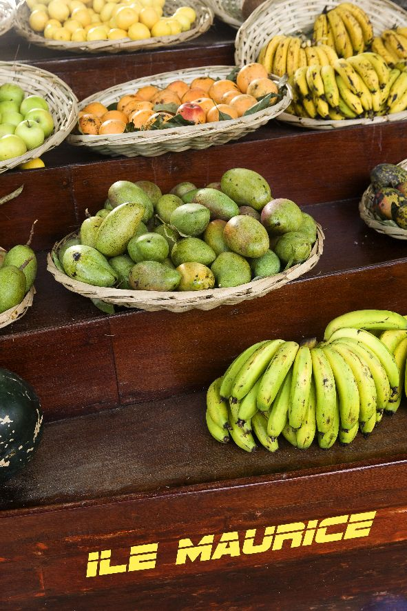 Beachcomber Dinarobin Hotel Mauritius Marktszene Fruechte © Fremdenverkehrsamt Mauritius, MTPA/Bamba Sourang