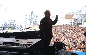 Golf_Gourmet_Genuss_Tirol_Elsa_Honecker_Ischgl_Idalp_Elton_John_on_stage
