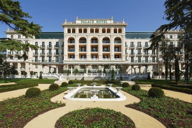 Kempinski_Palace_Portoroz_Hotelfront_Park_Andrea_Gerum