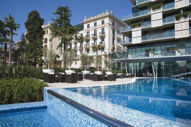 Kempinski_Palace_Portoroz_Hotelfront_Pool_Andrea_Gerum