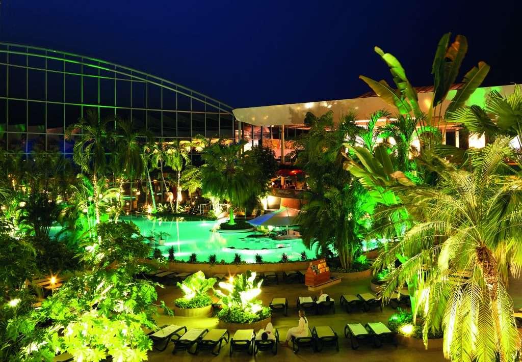 TE_VitalTherme_Blick von Paradise Lounge_Nacht